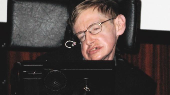 Stephen hawking il fisico pi famoso del mondo vuole una for Fisico sedia a rotelle