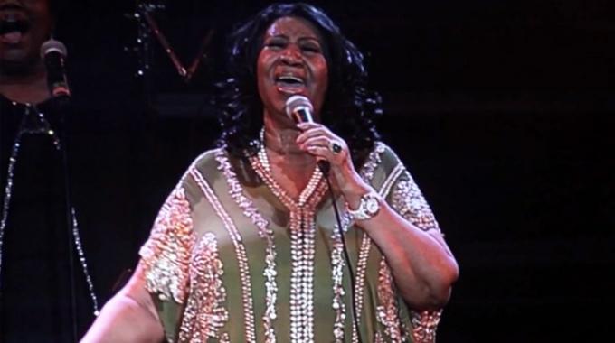 Aretha Franklin canta i classici al femminile