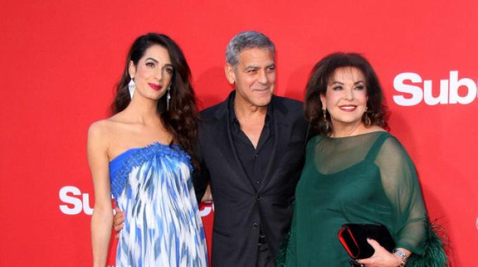 George Clooney alla premiere di Suburbicon con Amal e la suocera