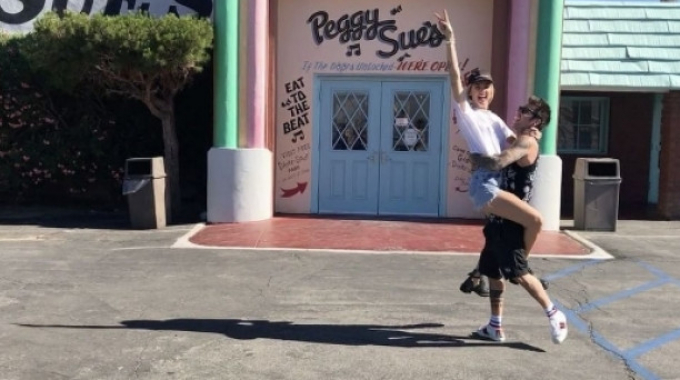 Fedez e Chiara Ferragni, prove tecniche da genitori a Los Angeles